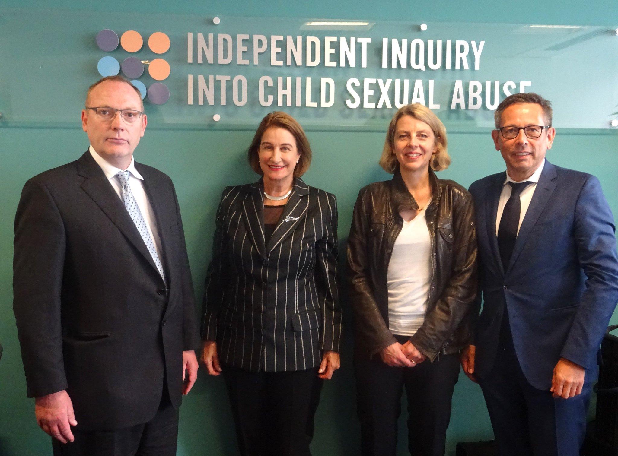 """Besuch bei """"Independent Inquiry Into Child Sexual Abuse""""; von links nach rechts im Bild: Ben Emmerson QC, Präsidentin Dame Lowell Goddard DNZM, Sabine Andresen und Johannes-Wilhelm Rörig"""