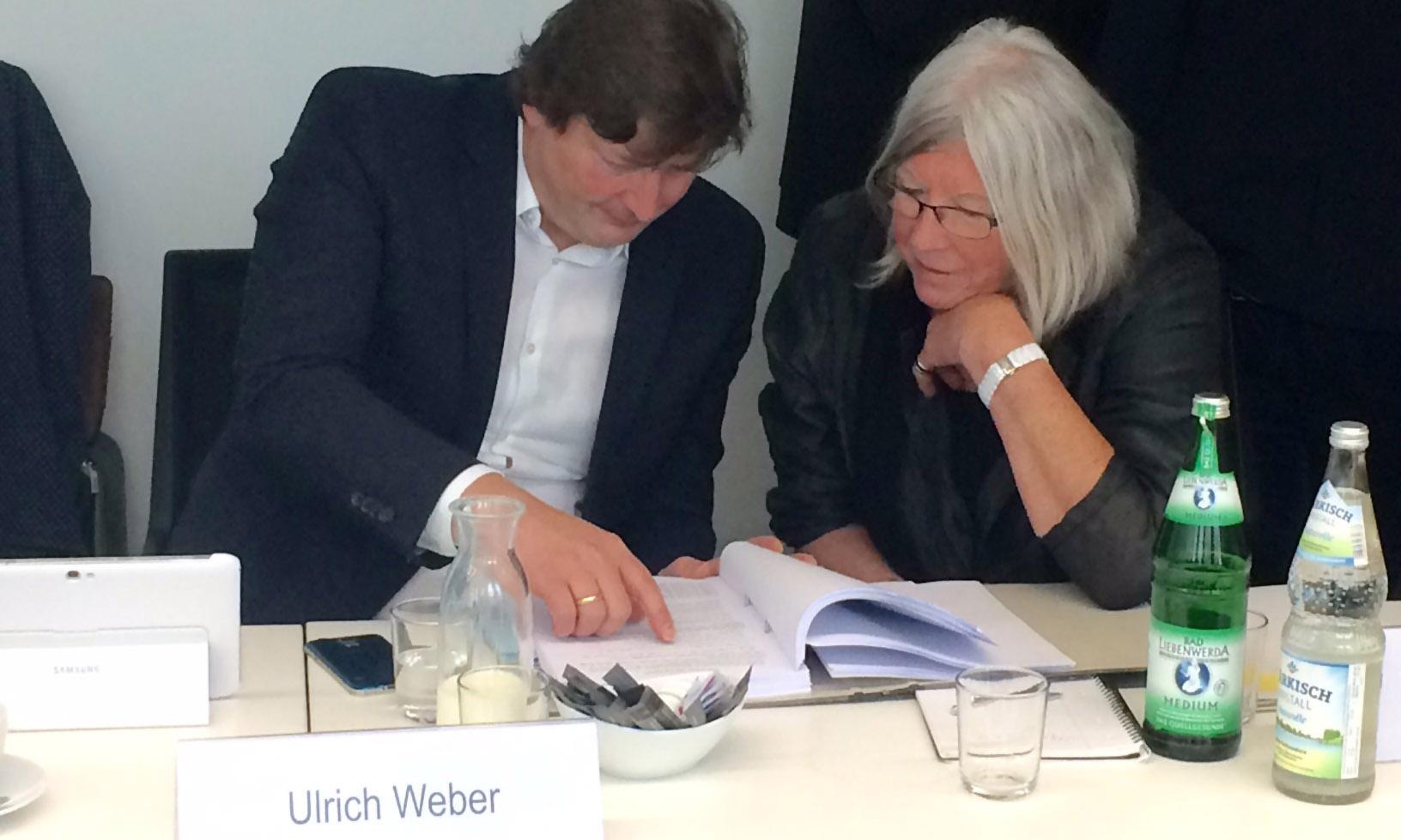 Ulrich Weber und Kommissionsmitglied Brigitte Tilmann