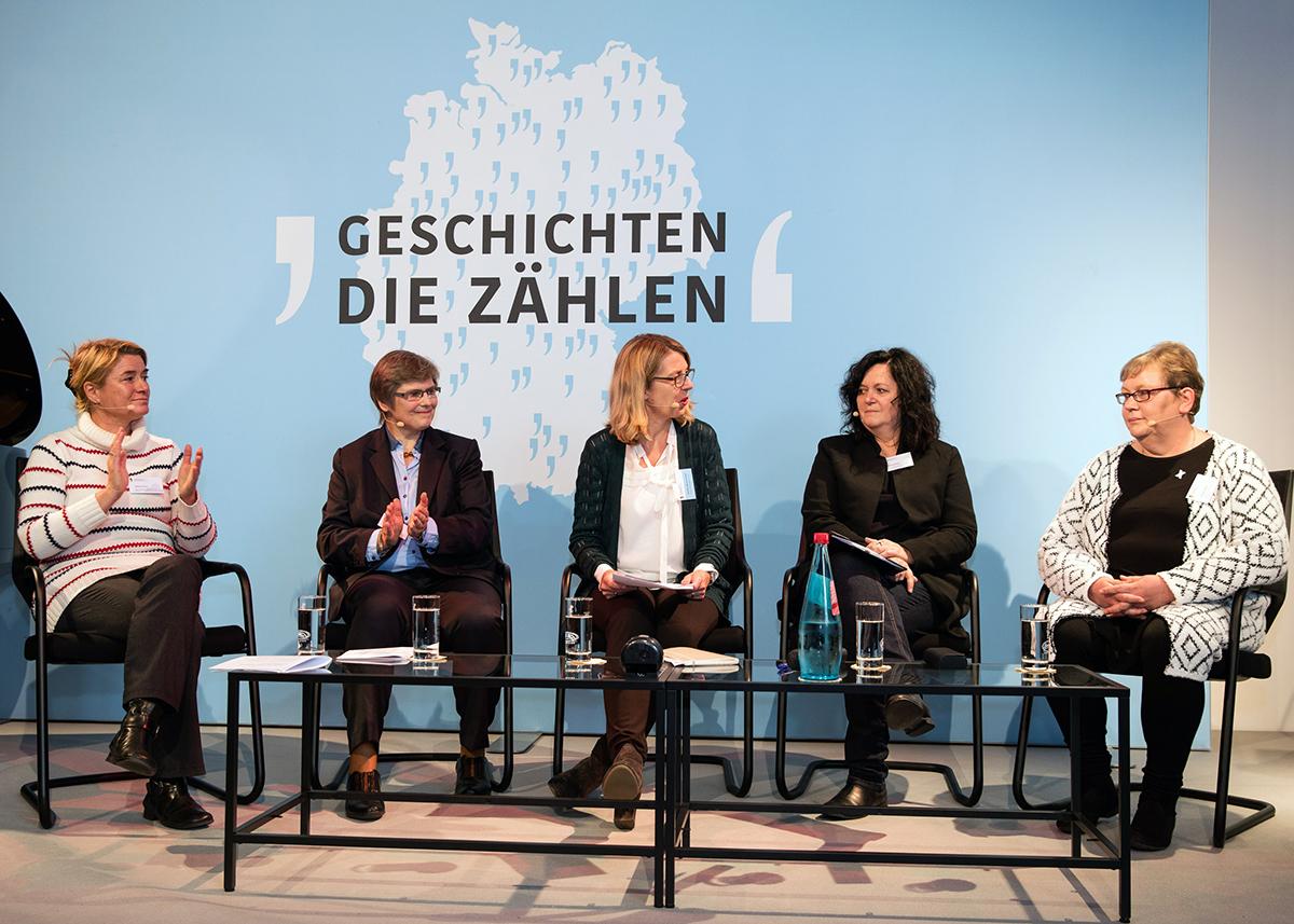 im Bild von links nach rechts: Stefanie Knorr, Birgit Neumann-Becker, Sabine Andresen, Gabriele Beyler und Corinna Thalheim