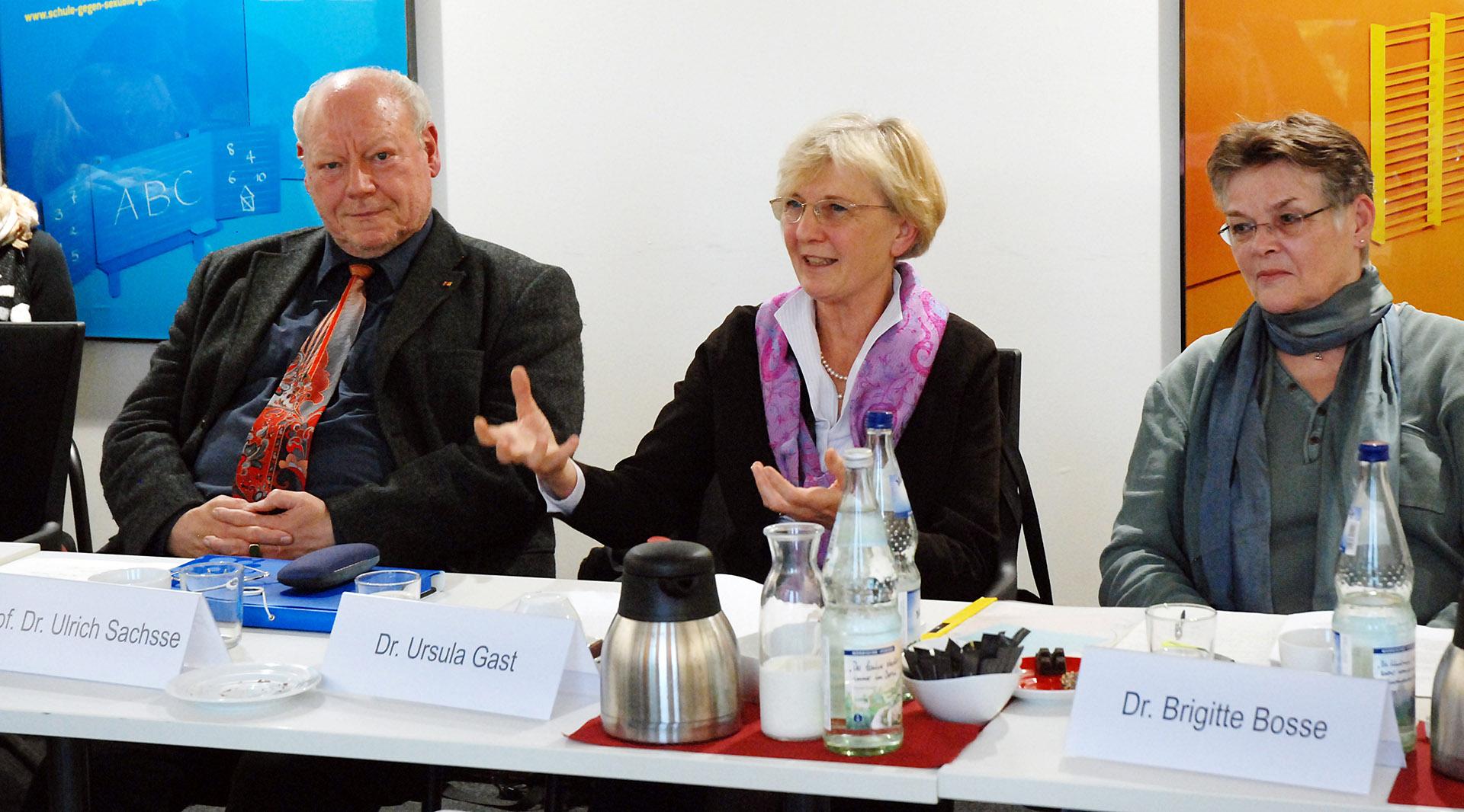 von links nach rechts im Bild: Prof. Dr. Ulrich Sachsse, Dr. Ursula Gast, Dr. Brigitte Bosse