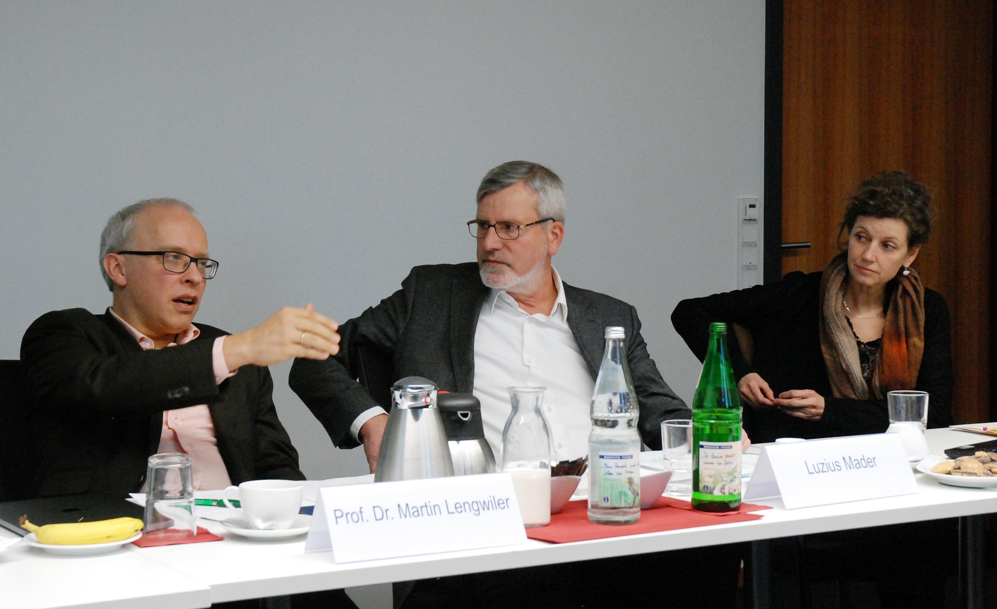 von links nach rechts: Prof. Dr. Martin Lengwiler, Luzius Mader, Dr. Stephanie Schönholzer