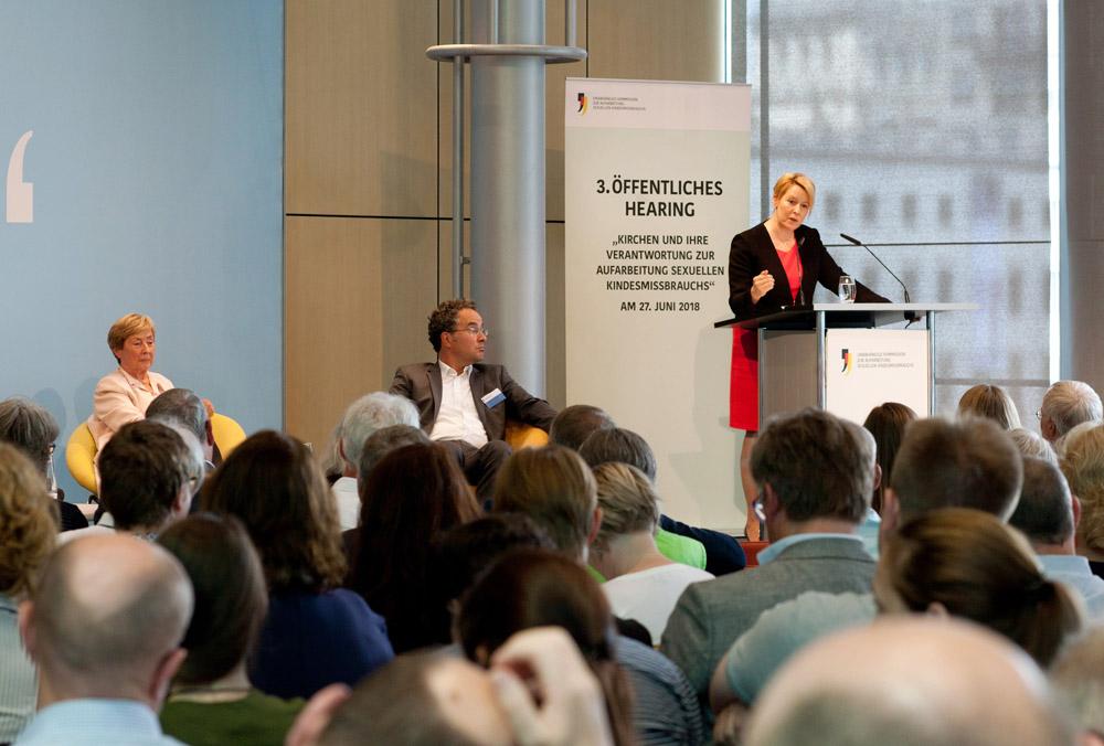 Bundesfamilienministerin Dr. Franziska Giffey am Rednerpult