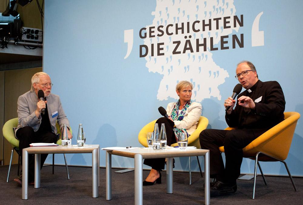 Kommissionsmitglied Heiner Keupp im Gespräch mit Bischöfin Kirsten Fehrs und Bischof Dr. Stephan Ackermann