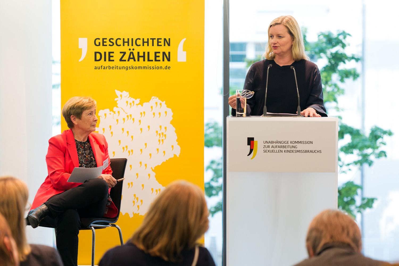 Dr. Christine Bergmann, Mitglied der Kommission sowie Dr. Julia Encke